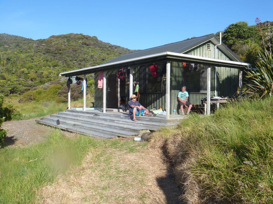 Kayak Northland Cavalli Islands - doc hut